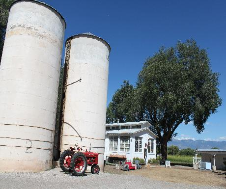 Los Poblano tractor silos