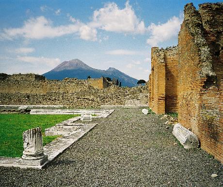 day trip pompeii